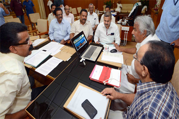 Hon'ble Chief Minister of Kerala Sri. Oommen Chandy launching the website of IUCBR & SSH
