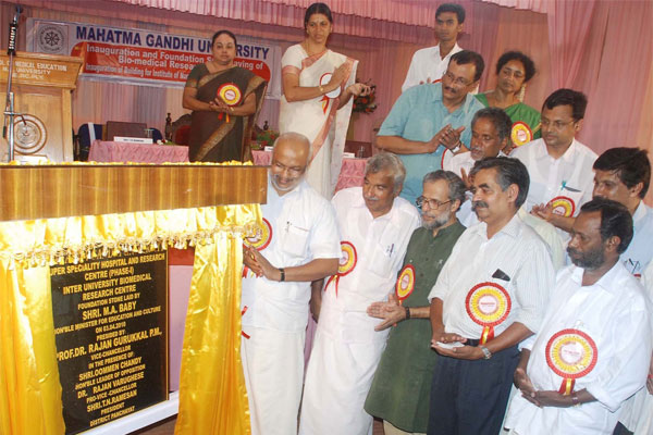 Kerala Education Minster MA Baby inaugurating the Super Specialty Hospital in the presence of Opposition leader Sri. Oommen Chandy